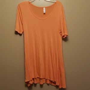 T-shirt tunic lularoe in coral no flaws euc